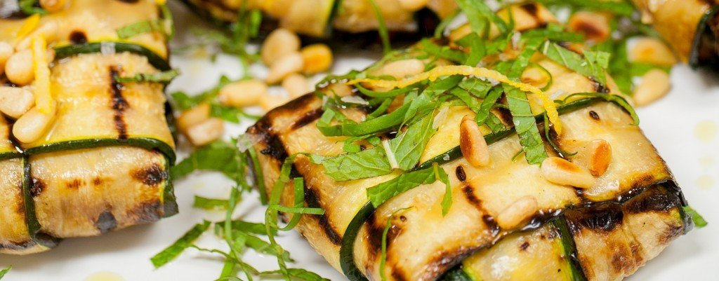 Zucchini parcels stuffed with mushrooms