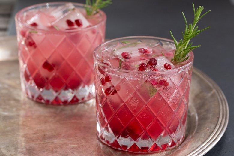 Rosemary pomegranate gin fizz - horizontal